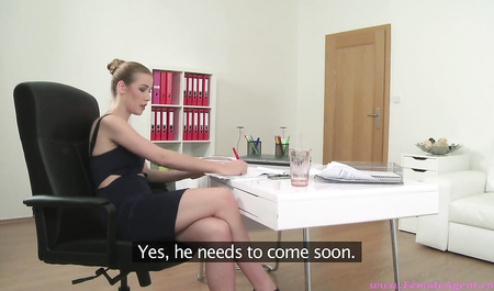 Secretary in black lingerie indulges member of the chief's lips and shaved pussy