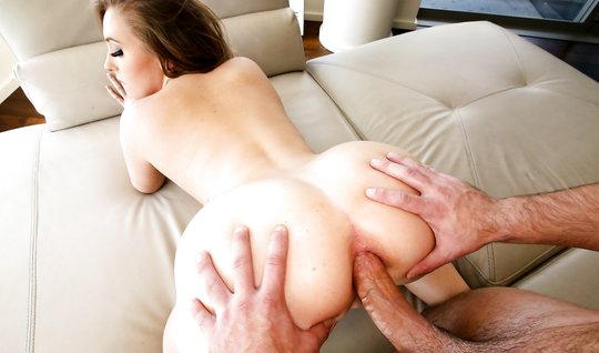 Sexe charming guest Fucks in the ass a simple man with a big dick