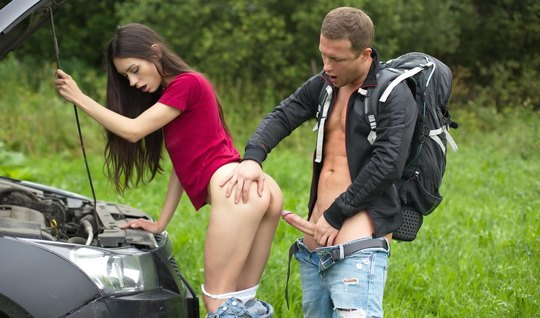 The tourist has fixed a car Samara brunettes and also fucked a chick in nature