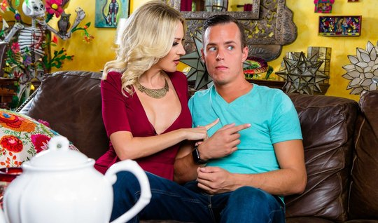 Guy after class in College enjoying loving pastimes with Mature blonde