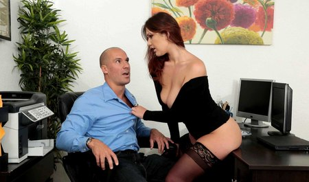 Boss Fucks Secretary in the new stockings in the workplace