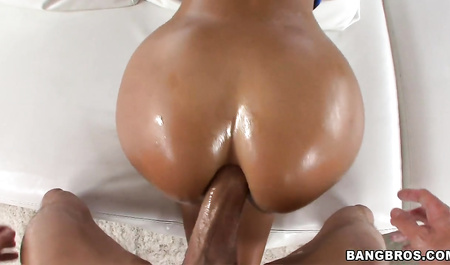 Guy inserts a member in a luxurious ass of Lisa Ann