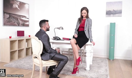Russian chick gives client a tour and great sex