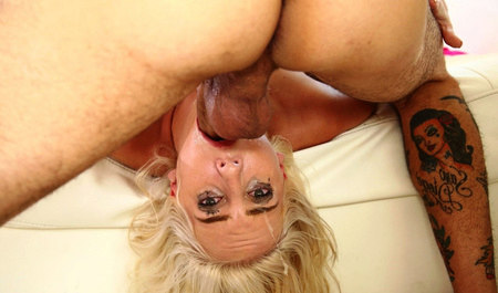 SIV blonde learns to suck from a former agent of the erotic casting